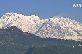 В Непале из-за плохой погоды приостановили поиски пропавших альпинистов