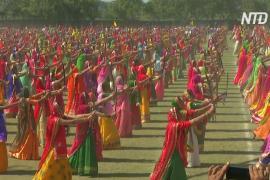 2100 индианок исполнили танец с мечами и установили рекорд Гиннесса