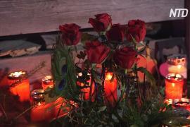 На место гибели немецких туристов в Италии несут цветы и свечи