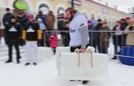 Ледяные гири и штанги: российские богатыри показали силу на турнире в Уфе