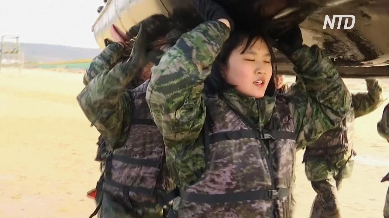 Южнокорейские школьники пробуют, каково быть морским пехотинцем