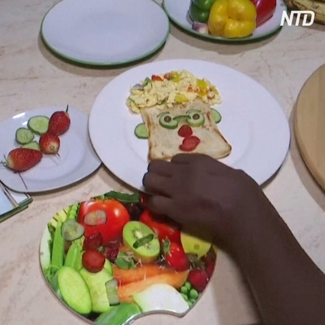 Нигерийка придумала, как заставить детей есть