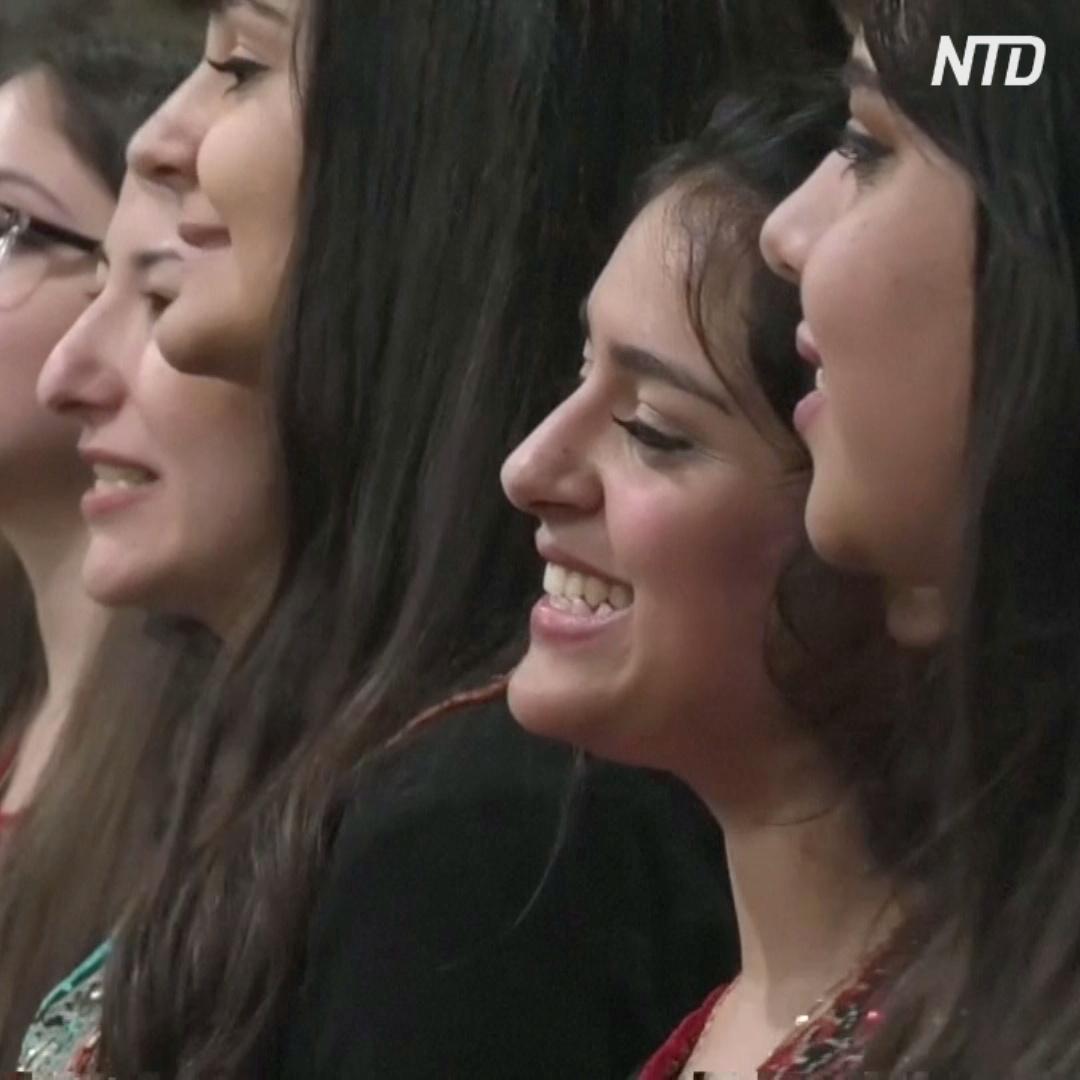 Хор поёт уникальные свадебные песни разных городов Сирии