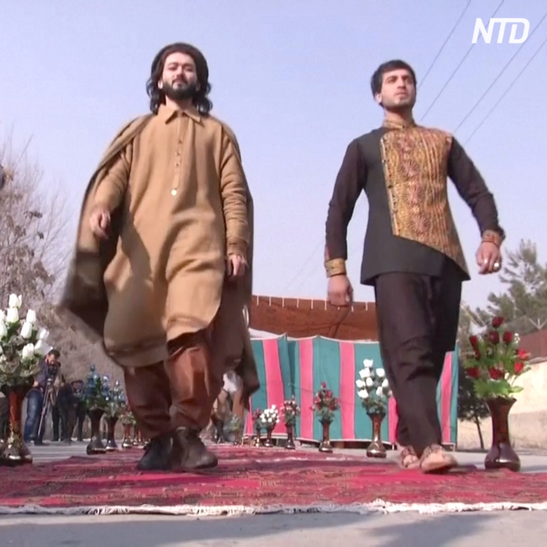 Смелый показ мод: модели прошли прямо по центру столицы Афганистана