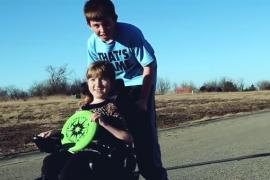Мальчик делает трогательное признание сестре-инвалиду