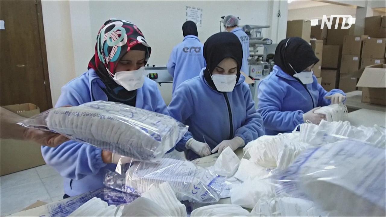 Вспышка коронавируса: фабрики круглосуточно производят респираторные маски