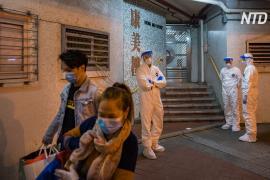 Из жилого дома в Гонконге эвакуируют людей из-за коронавируса