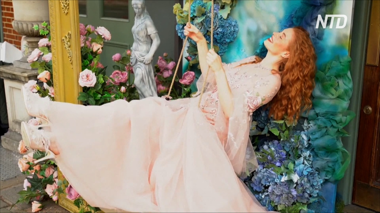 Цветочные инсталляции украсили Лондон в честь Дня святого Валентина