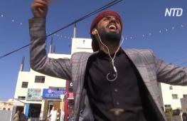 Танцующий бариста завлекает посетителей в кафе в Аммане
