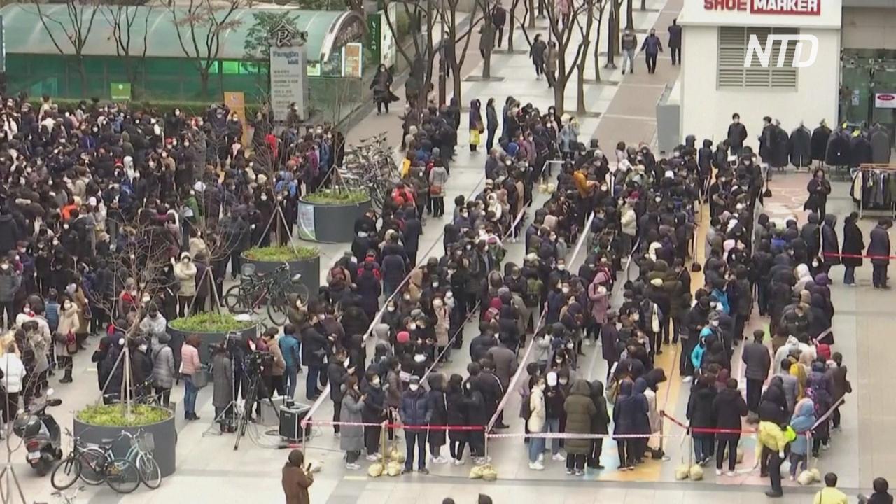 В Южной Корее выросли многочасовые очереди за медицинскими масками
