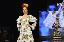 Воланы и оборки: в Испании проходит показ мод фламенко