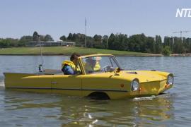 Австралиец плавает по озеру на ретроавтомобиле Amphicar