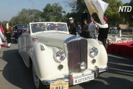 Винтажные Cadillac, Rolls Royce и Bentley выехали на ралли в Индии