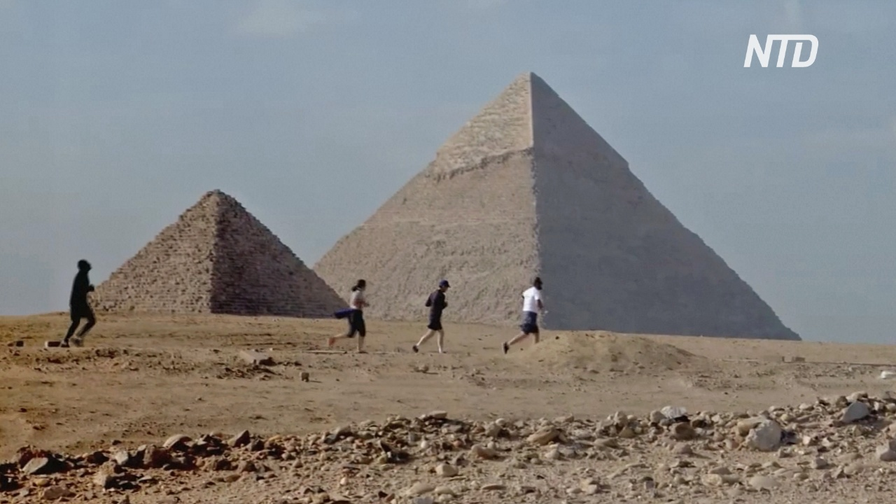 4000 бегунов пробежали марафон возле египетских пирамид