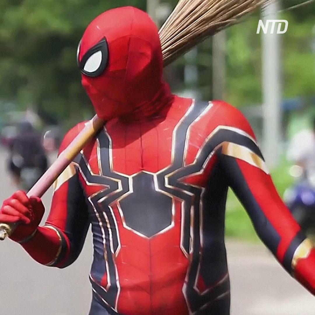 Азиатский Человек-паук очищает улицы не от преступности, а от мусора