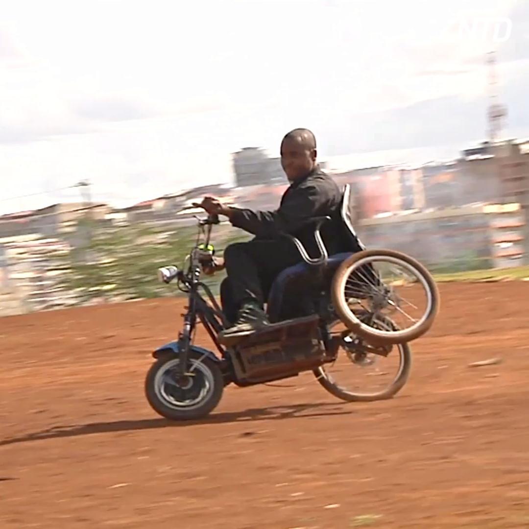 Как кениец делает инвалидные коляски-скутеры из отходов