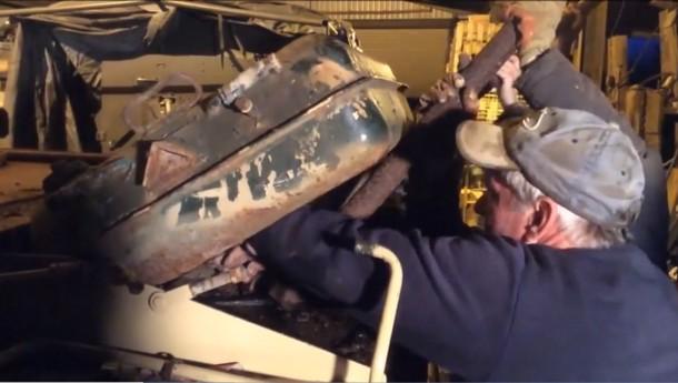 2 9 - Мужчина обнаружил в боевом танке золото на сумму $2,4 млн
