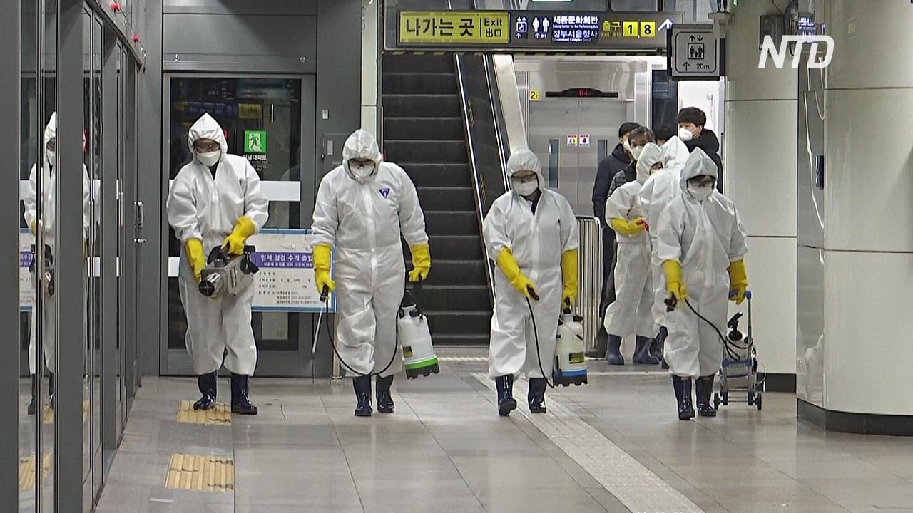 COVID-19 распространяется по миру: города на карантине, люди стоят в очередях за масками