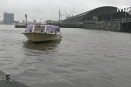 По каналам Амстердама плавает мобильная зарядная электростанция