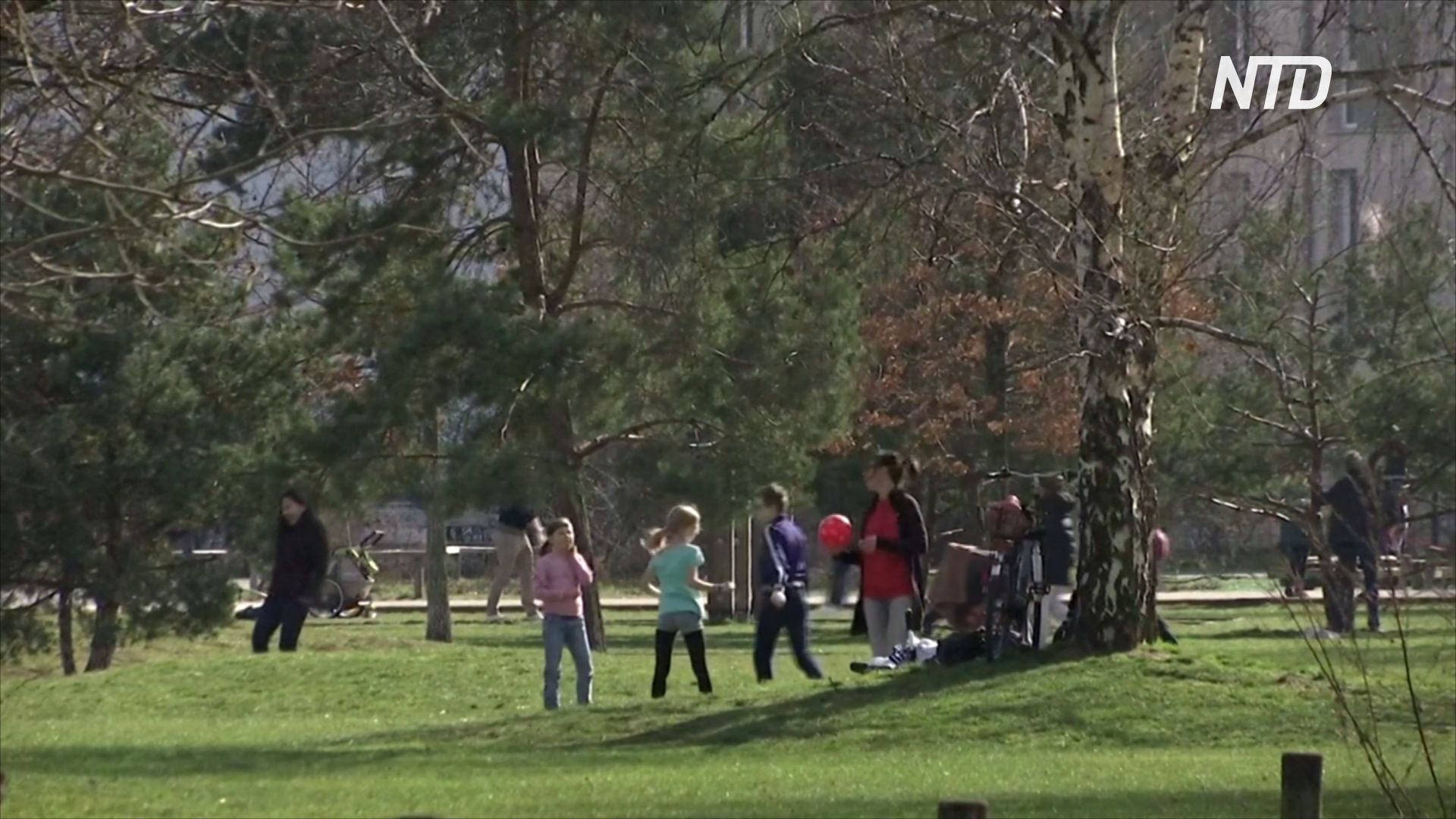 Немцы идут в парки, игнорируя правила карантина