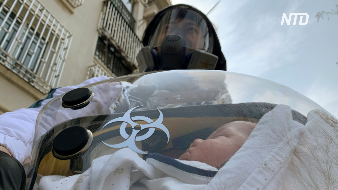 Китаец придумал безопасную переноску для защиты младенцев от коронавируса