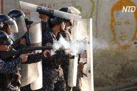 «Это диктатура»: протест венесуэльцев остановили слезоточивым газом