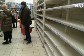 В Москве из-за коронавируса раскупают продукты и туалетную бумагу