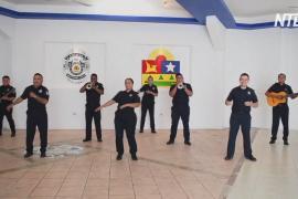 Мексиканская полиция записала клип в жанре мариачи на фоне пандемии коронавируса