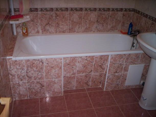 Профессиональная укладка плитки в ванной комнате