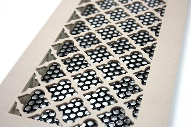 Вентиляционная решетка с орнаментом Classic и бархатным покрытием