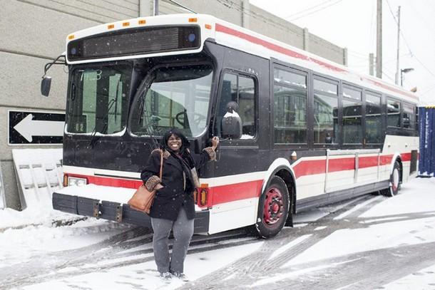 2 13 - Как переоборудовали автобус, чтобы помочь бродягам