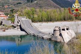 В Италии обрушился автомобильный мост, пострадали два водителя