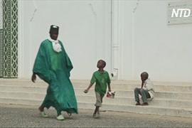 Бездомным детям Сенегала во время эпидемии стало ещё тяжелее