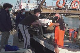 Итальянские рыбаки отдают часть улова нуждающимся