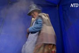 Боливийцы защищаются от коронавируса травяным паром