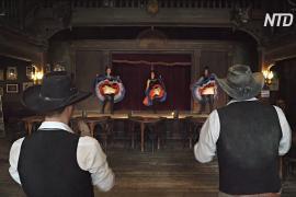 В испанской пустыне ездят ковбои и танцуют канкан