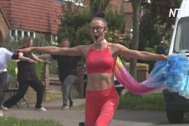 Фитнес для соседей: британский тренер проводит занятия прямо на улице
