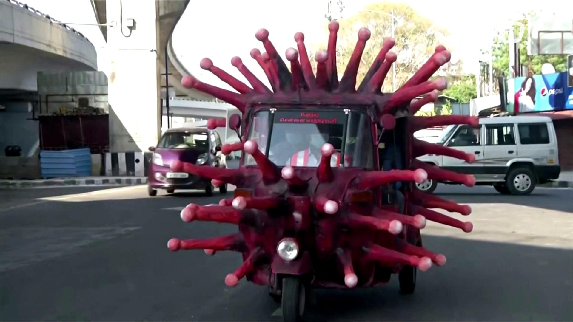 Моторикша в виде коронавируса напоминает о гигиене во время эпидемии