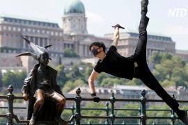 Венгр станцевал под «коронавирусную мелодию» на площади Будапешта