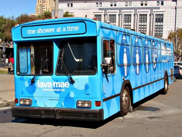 3 13 - Как переоборудовали автобус, чтобы помочь бродягам