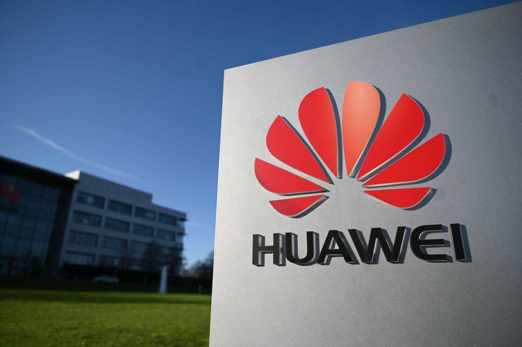 В правящей партии Великобритании нарастает оппозиция против Huawei