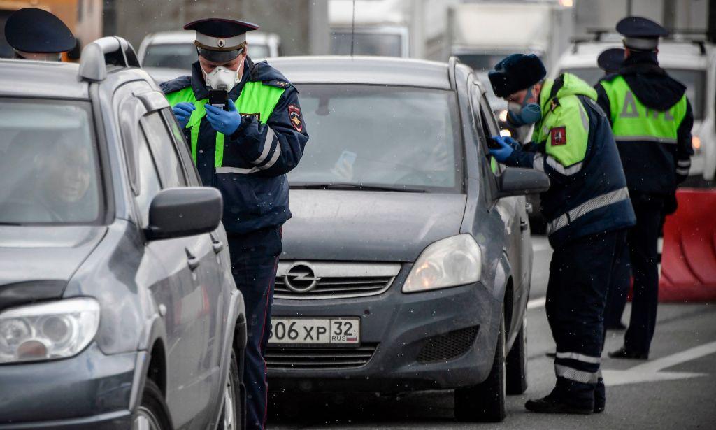 Пробки на въездах в Москву: проверяют наличие цифровых пропусков