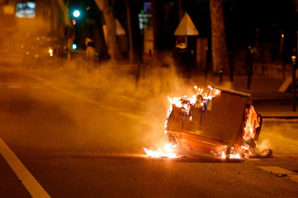 Власти Франции обещают не допустить беспорядков в пригороде Парижа