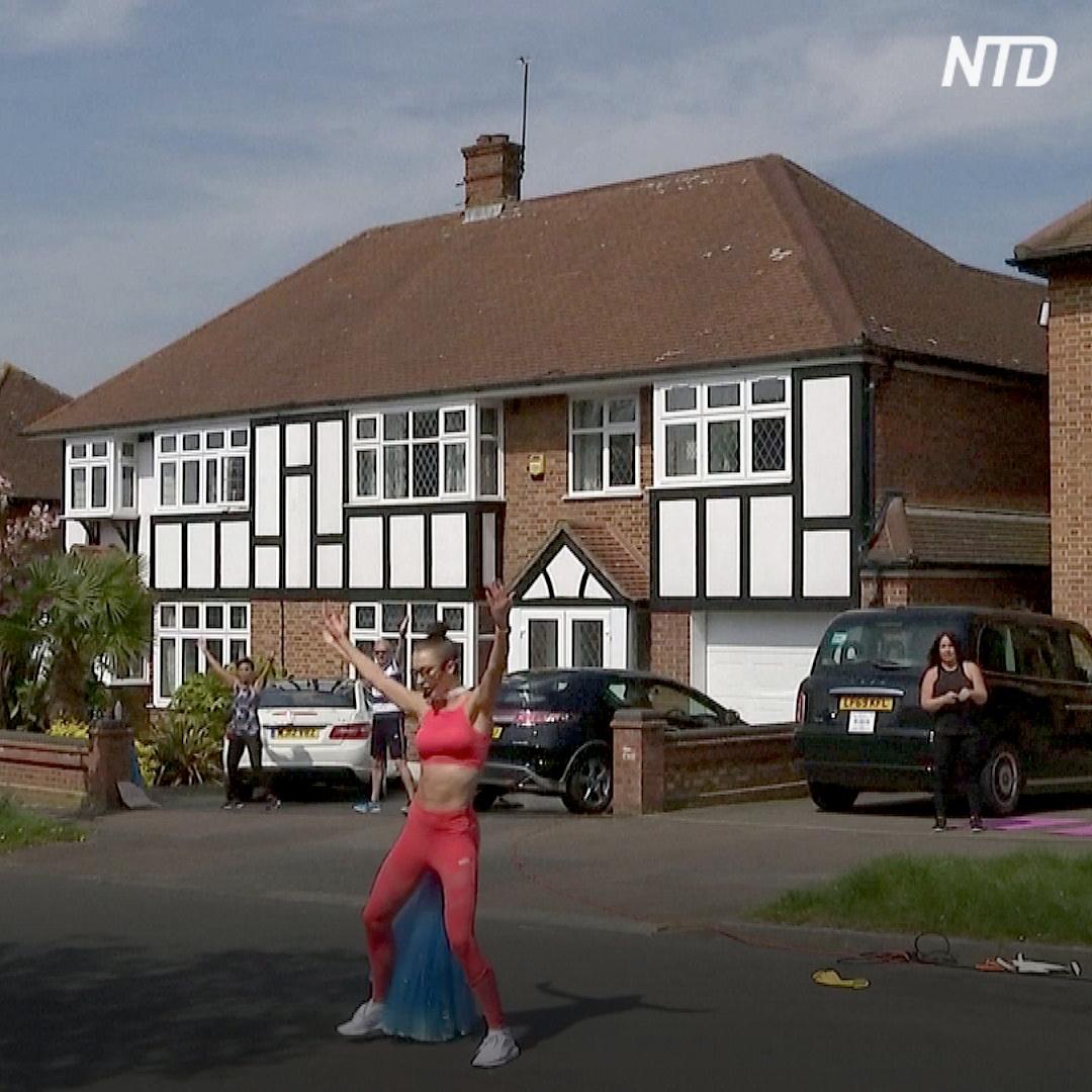 Фитнес на улице: как тренер поддерживает соседей