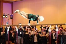 94-летняя гимнастка ошеломляет своими тренировками