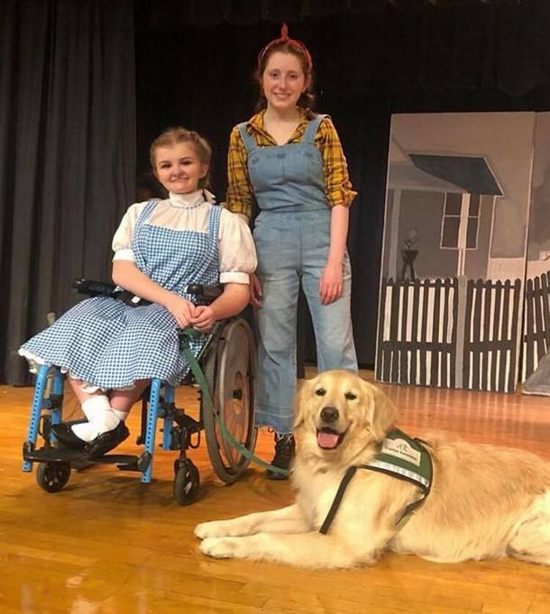 2 15 - Девушка и собака неожиданно получают главные роли в спектакле