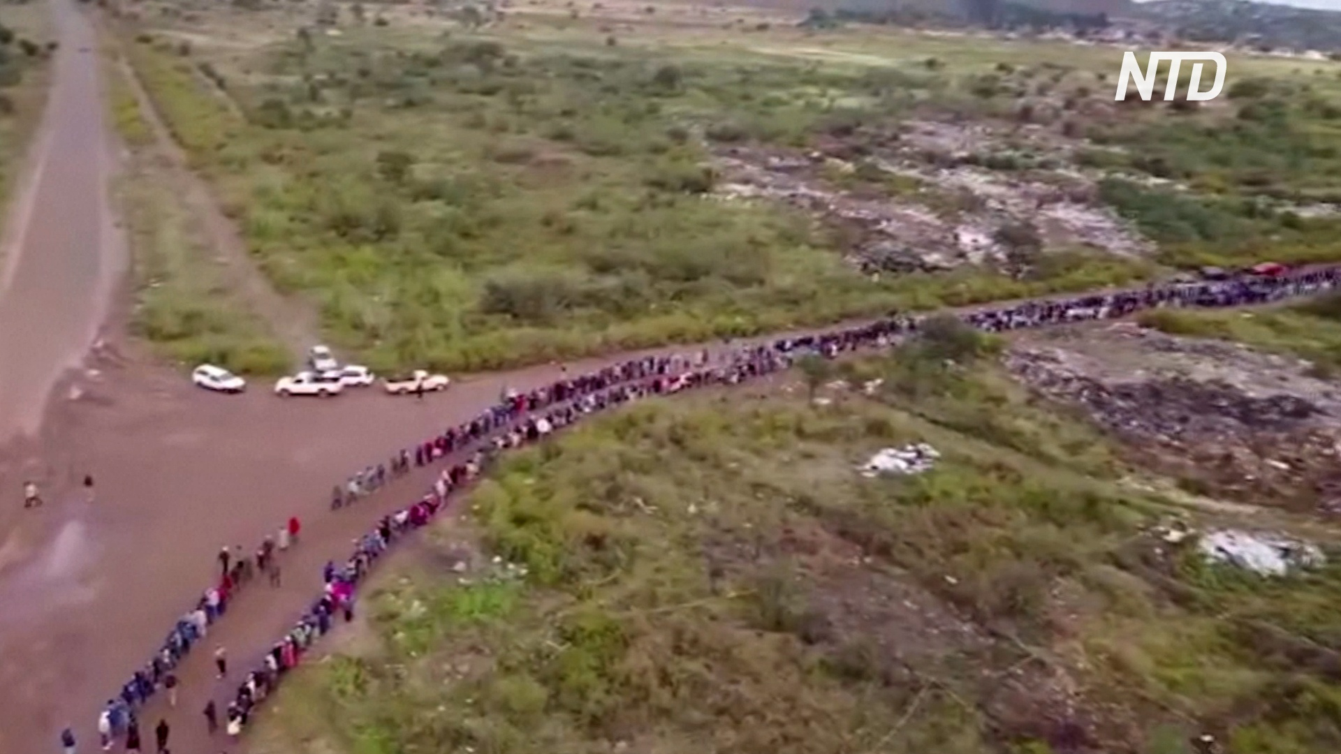 На 4 километра растянулась в ЮАР очередь за продовольственной помощью