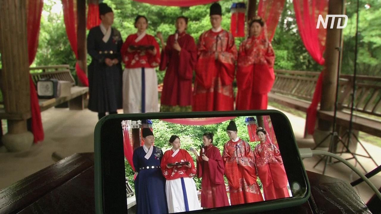 Китайская пара сыграла онлайн-свадьбу перед полумиллионом зрителей