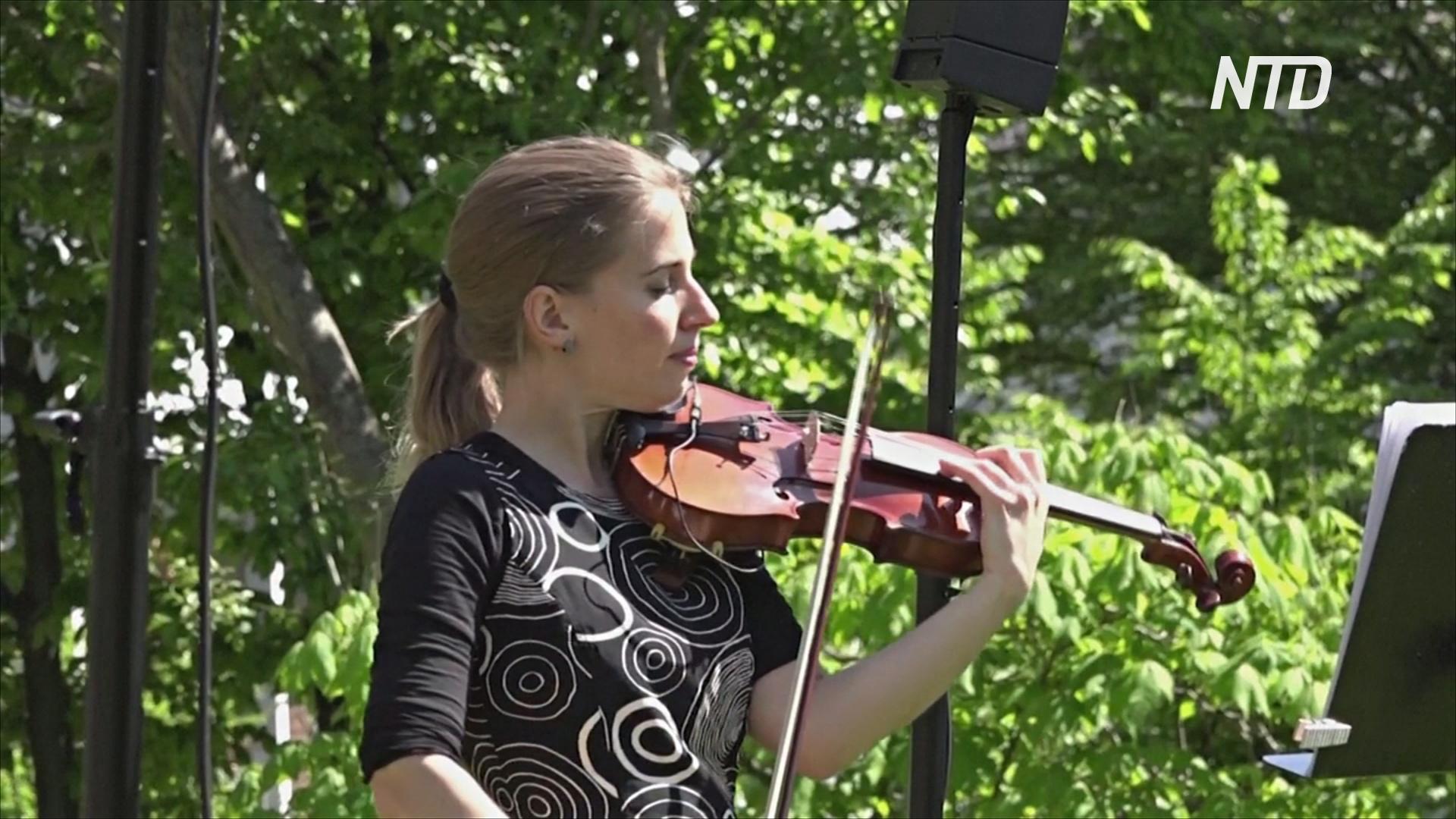 Лекарство от скуки: швейцарская скрипачка играет для пожилых