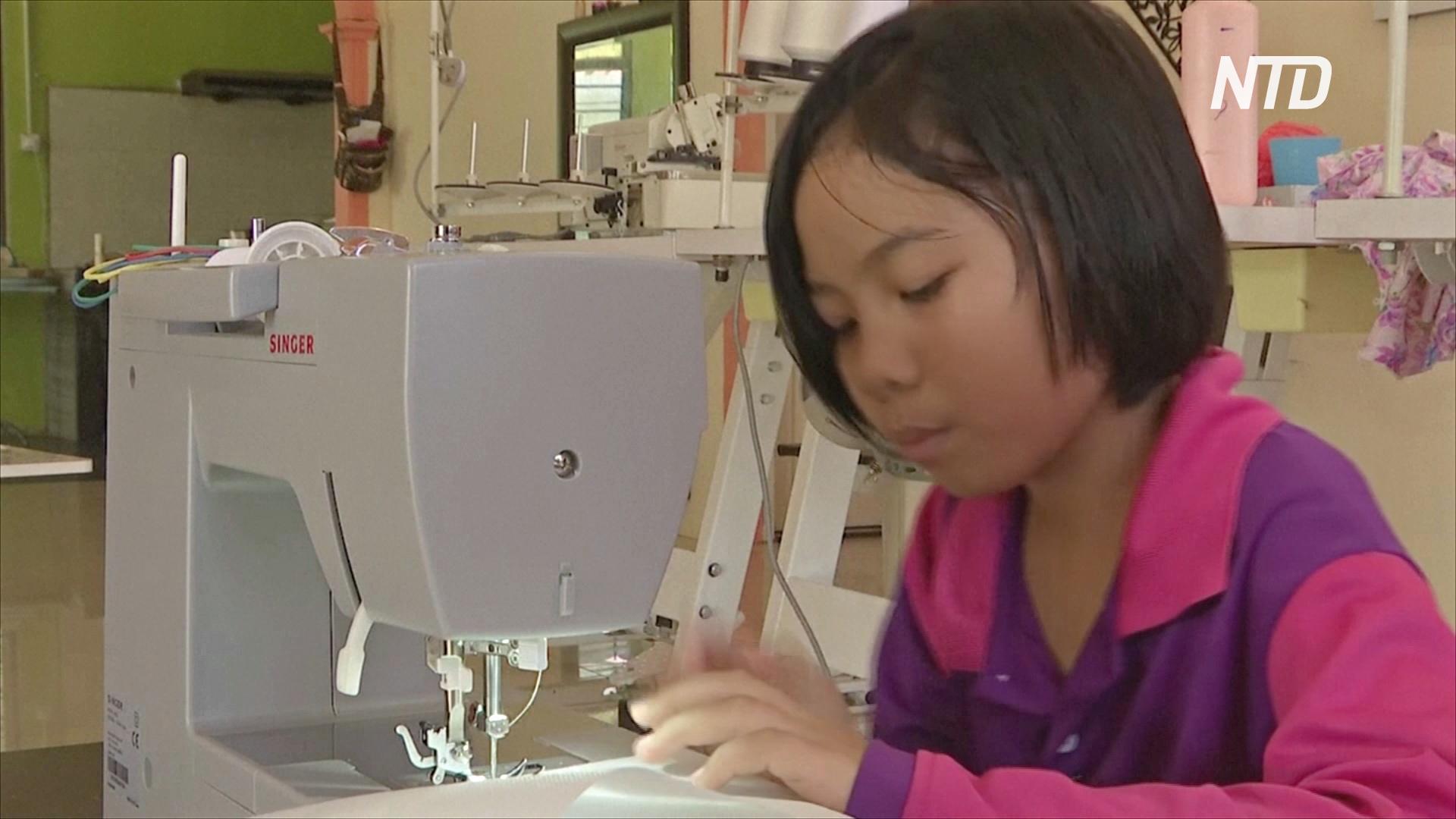 9-летняя малазийка сшила десятки защитных халатов для медиков